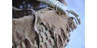 Panier style amérindien à décor de bois de cerf