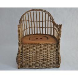 Chaise percée antique en rotin pour enfant