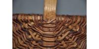 Panier rustique fait à la main en cornouiller tressé