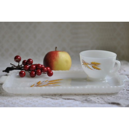 Plateaux et tasses motif Wheat Anchor Hocking
