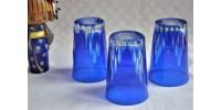 Verres taillés bleus en cristal de Bohème