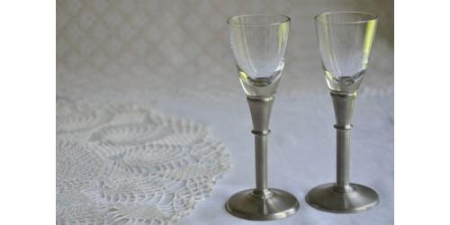 Petits verres à eau de vie signés, design danois