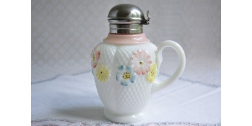 Pot à sirop ancien milk glass motif Cosmos