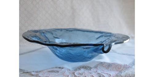 Grand plat en verre texturé façonné à la main