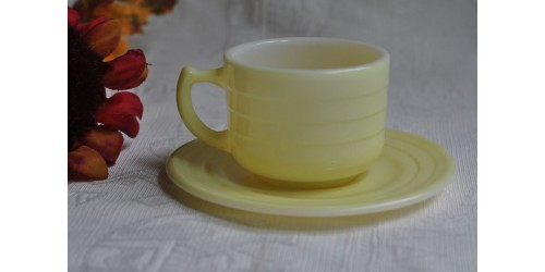 Tasse jaune du service  Hazel Atlas Little Hostess