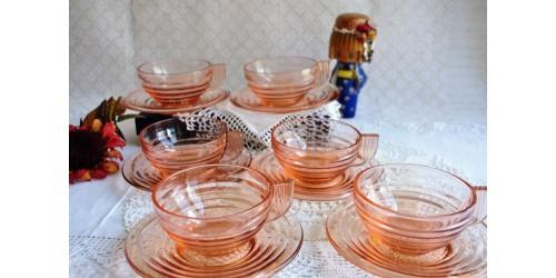 Tasses en verre rose Art Déco français