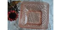 Bol carré en verre rose dépression