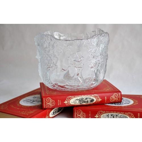 Bol design en verre texturé conçu par Kjell Engman