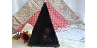 Pyramide décorative en verre vitrail noir