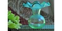 Petit vase en verre d'art soufflé à bord ondulé