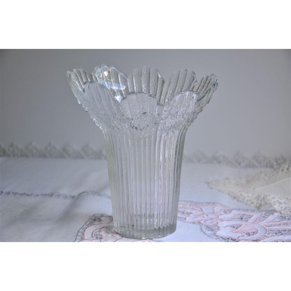//encrypted-tbn0.gstatic.com/images?q\u003dtbnANd9GcS76FM_R78PNtP7mWALf7Z-di0jaLPiv5Sj25wqHnwaYLG07vLjiA & Lasisepat Mansala Textured Glass Vase Flower Petal Shaped