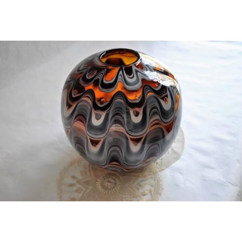 Vase forme boule signé en verre soufflé