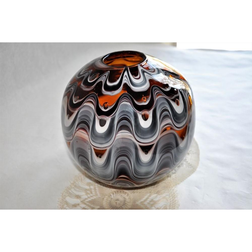 vase boule sign en verre d 39 art souffl bouche par artiste verrier. Black Bedroom Furniture Sets. Home Design Ideas